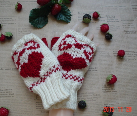 ☆彡真っ赤なハート&リボン編み込み模様のFingerless Mittens