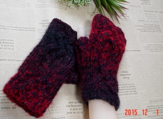 ☆彡ケーブル模様と総ゴム編み仕立のblack&redのFingerless Mittens