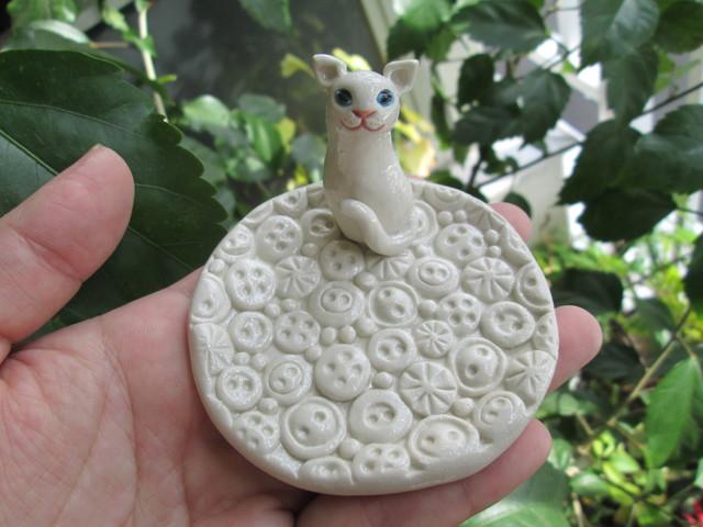 動物・ボタン模様皿(猫)