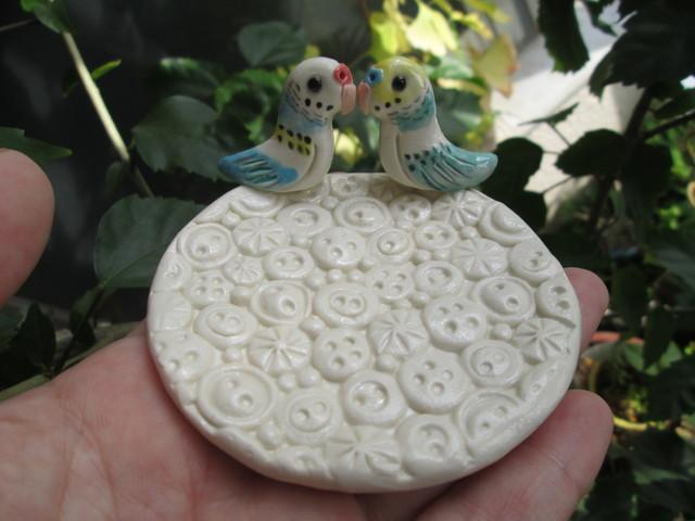 動物・ボタン模様皿(セキセイインコ)