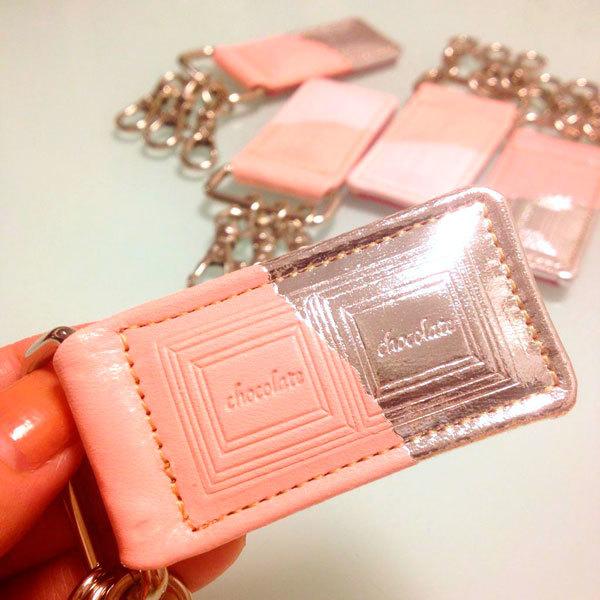 革のストロベリーチョコ・キーホルダー(銀の包み紙)