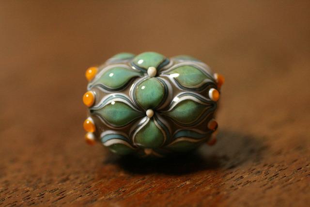 glass beads(とんぼ玉)グレー/青点打ち