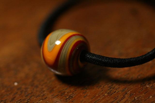 glass beads (とんぼ玉)髪留めゴム/キャラメル