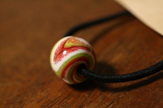 glass beads (とんぼ玉)髪留めゴム/林檎