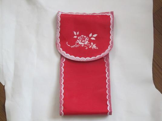 牛皮で作った、トイレットペーパーホルダー赤(バラ模様)