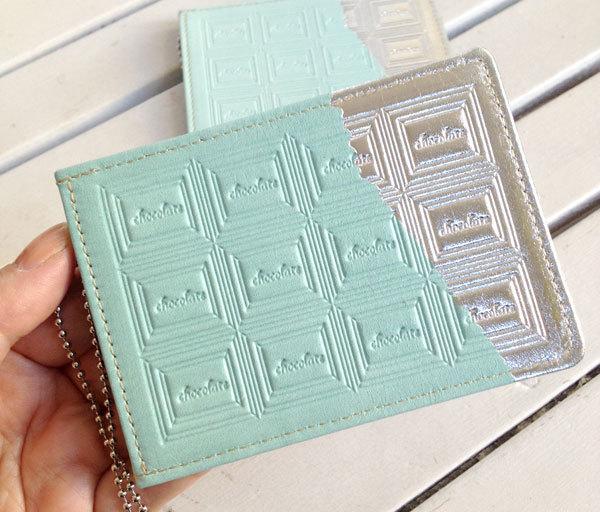 革のチョコミント・パスケース(銀の包み紙)