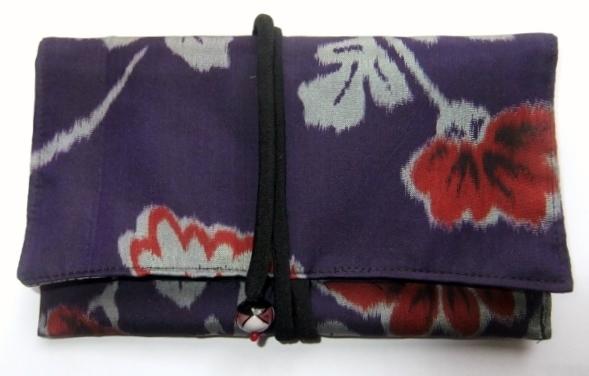 着物リメイク 花柄の銘仙の着物で作った和風財布 893