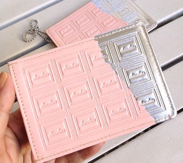 革のストロベリーチョコ・パスケース(銀の包み紙)