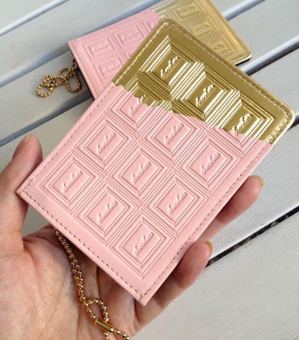 革のストロベリーチョコ・パスケース(金の包み紙)