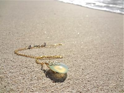 海の泡カルセドニードロップのネックレス ☆再々販☆