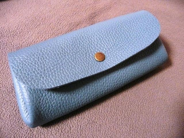 【新作】ブルージーン トリヨンのぷっくりポーチ  長財布並みのロング