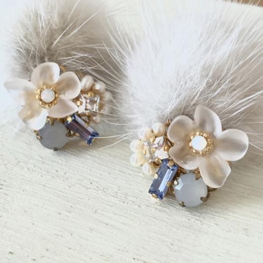 《light gray》Snow flower&ミンクファー ビジューピアス