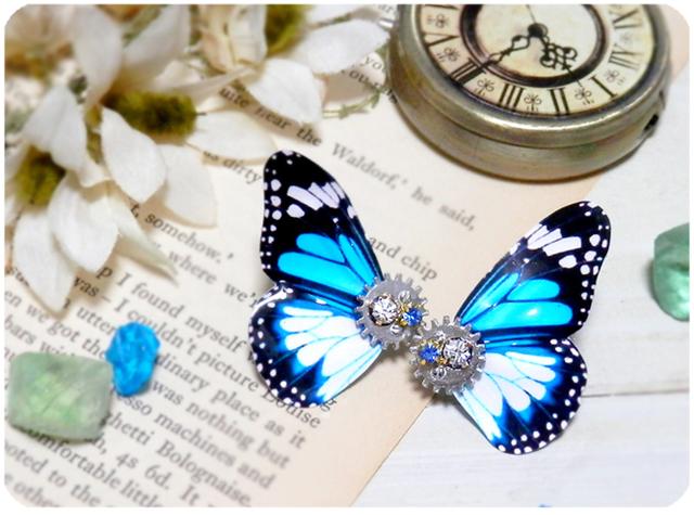 歯車蝶々の耳飾り