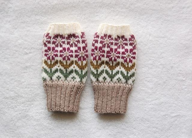 【yuki05088さまリクエスト品】手編みの指なしミトン【花園】 赤紫×ぶどう