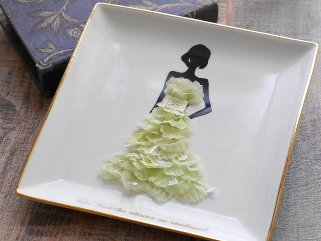 カーネーションドレスの女の子 シトラスグリーン