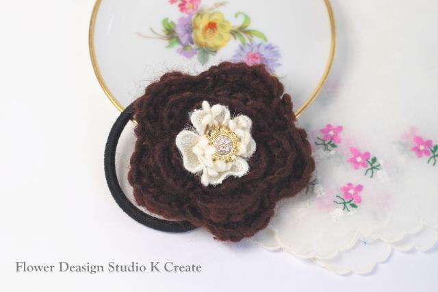 モコモコ毛糸のお花のヘアゴム(BR)