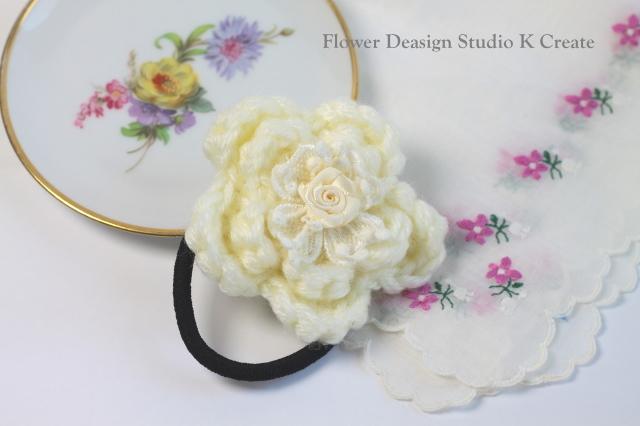 モコモコ毛糸のお花のヘアゴム(WH)
