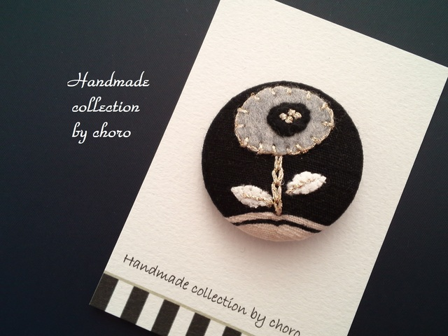 おおきな刺繍くるみボタンシリーズ(グレーフラワー)