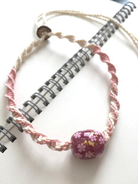 桜柄トンボ玉のヘンプネックレス