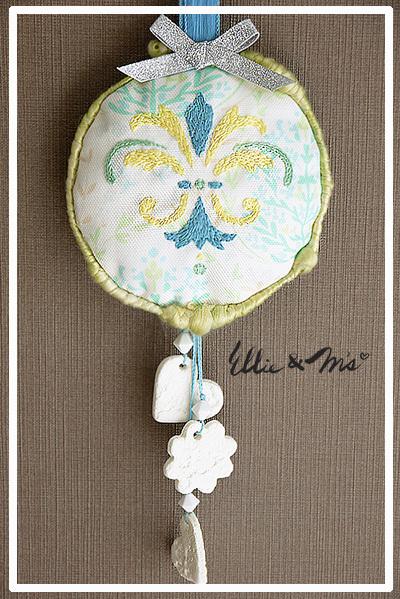 ダマスク柄刺繍のWall&Door 飾り