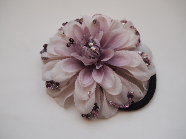 sawa-ya ~ ラベンダーカラーのキラキラお花のヘアーゴム(送料込)
