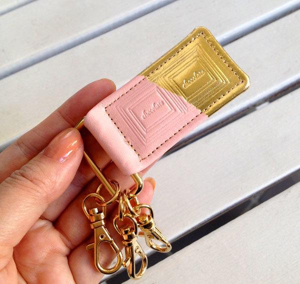 革のストロベリーチョコ・キーホルダー(金の包み紙)