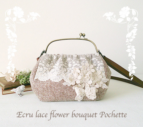 Ecru lace flower bouquet Pochette
