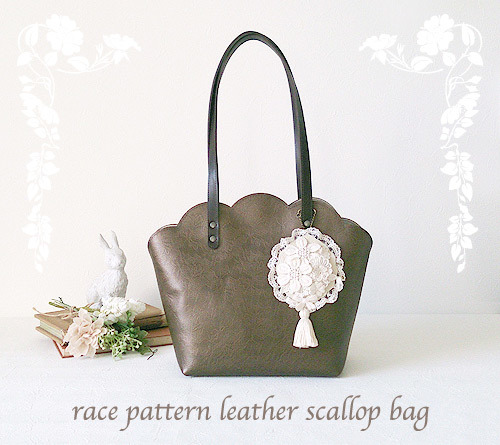 race pattern leather scallop bag