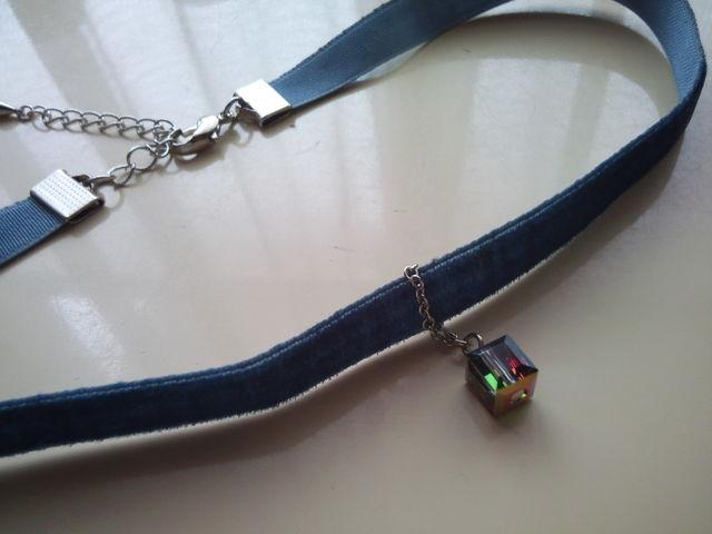 青色ベルベットのサイコロチョーカー
