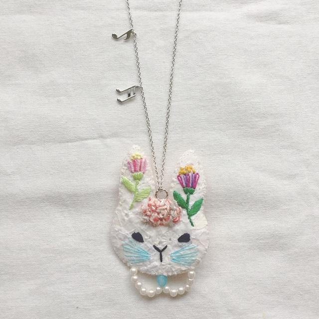 M様オーダー*うさぎのネックレス お花刺繍