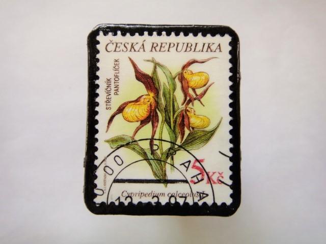チェコスロバキア 花切手ブローチ552