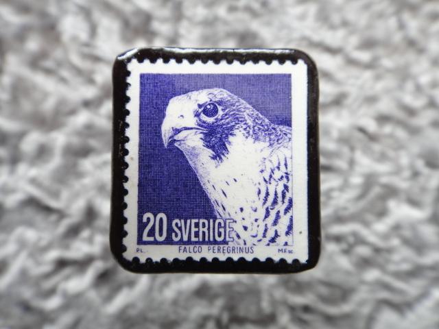 スウェーデン ハヤブサ切手ブローチ 558