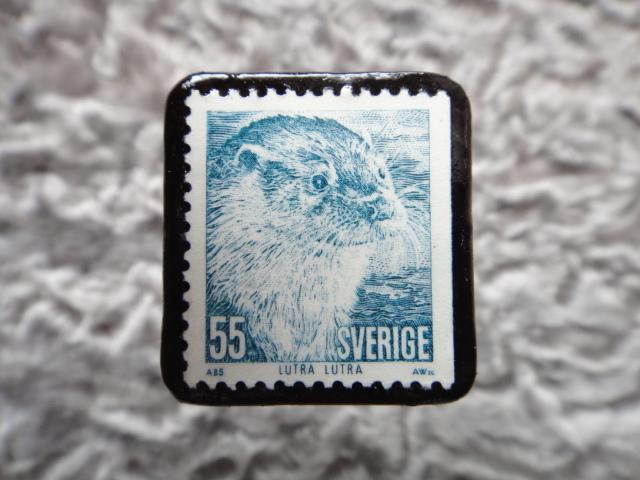 スウェーデン カワウソ切手ブローチ 559