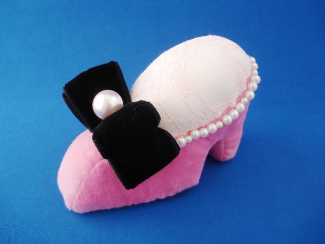 ピンクッション 靴型(ピンク黒リボン)