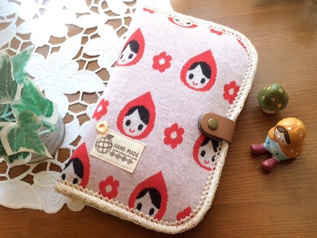 ニット地?赤ずきんちゃん模様の可愛い通帳・母子手帳ケース