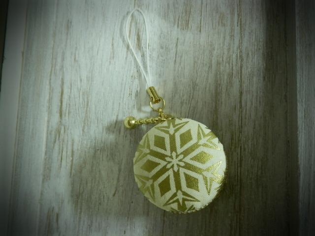 クリスマス★雪の結晶マカロンケース・・・ホワイト&ゴールド・・・