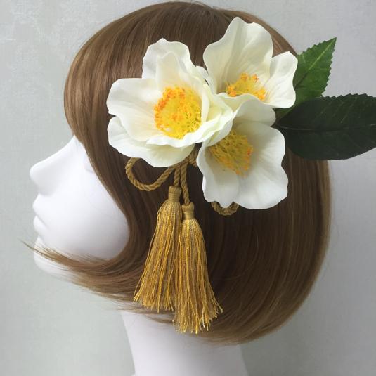 リボンタッセルつき椿の髪飾り