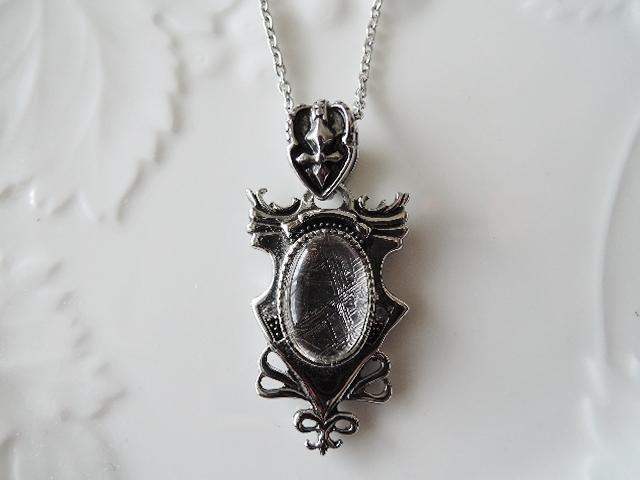 何だかとってもカッコいい! ギベオン隕石(隕鉄)ネックレス 稀少品です! (978)
