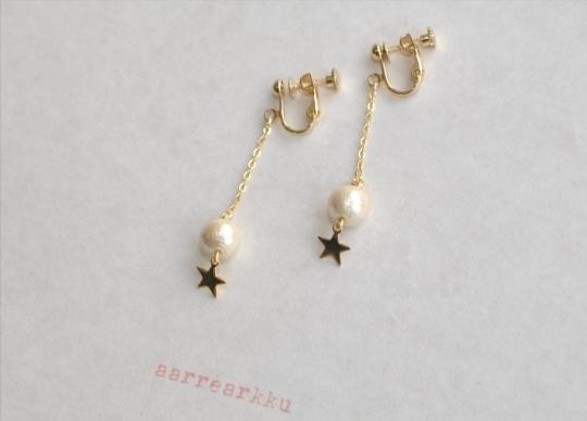 〔ピアスOK〕コットンパールと星のロングイヤリング