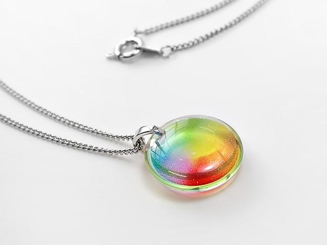 ★小粒な虹色ネックレス