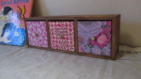 リバティ引き出し木製飾り棚/Farindaピンク系