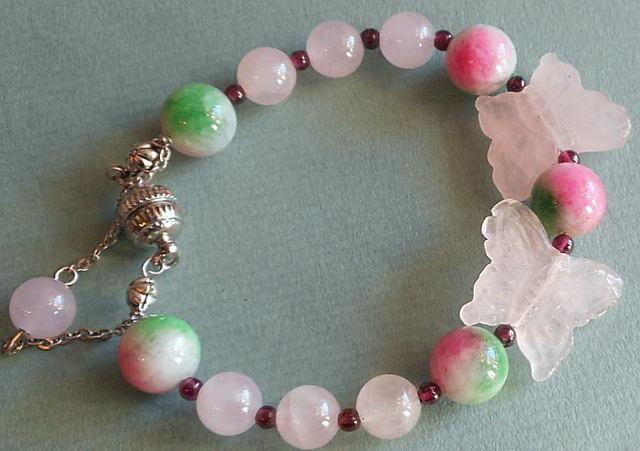 ピンクの蝶々とカラージェイド玉の可愛いブレスレット