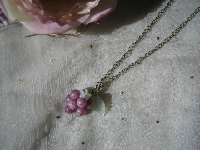ラズベリーのネックレス