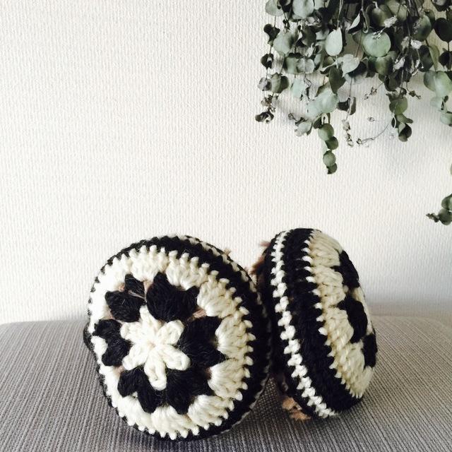 モチーフ編みのイヤーマフ(モノトーンカラー)