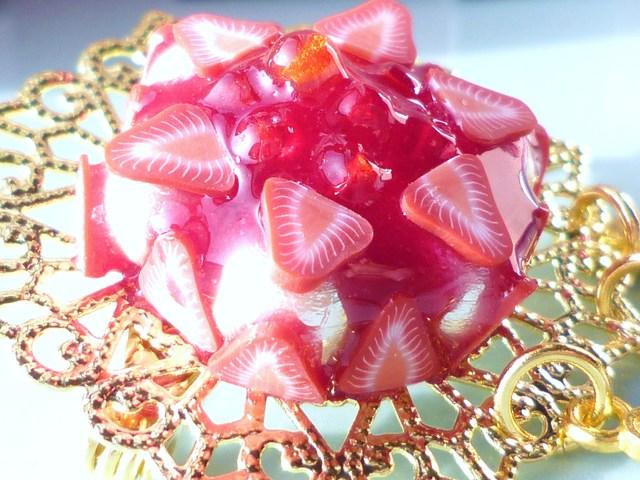 苺タルト コットンパールブローチ