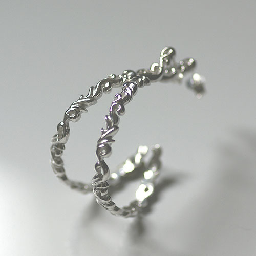 Arabesque hoop Pierced earring