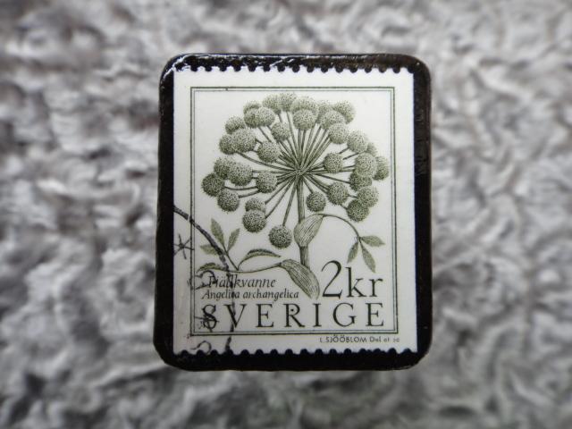 スウェーデン 切手ブローチ 586
