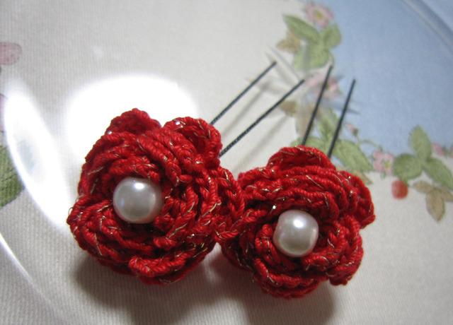 p03_赤×金ラメレース糸で編んだバラのUピン 2個セット かんざし