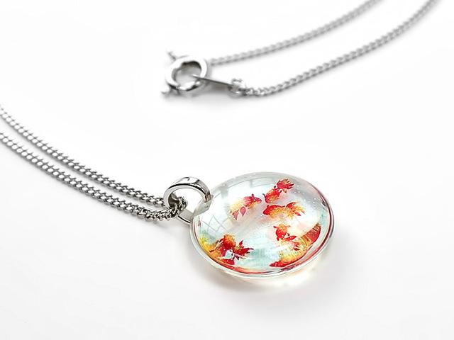 ★小粒な金魚のネックレス