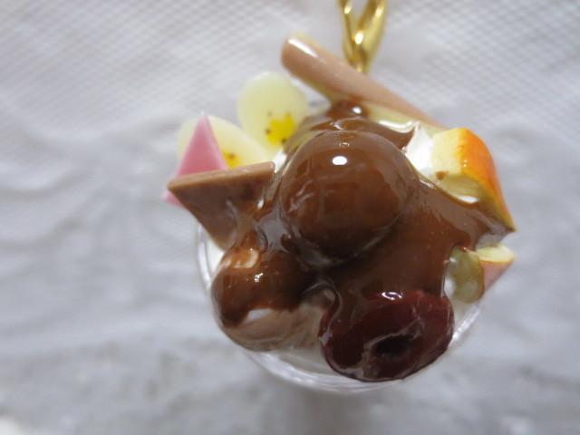 たっぷりホイップ&チョコチョコパフェキーホルダー!☆
